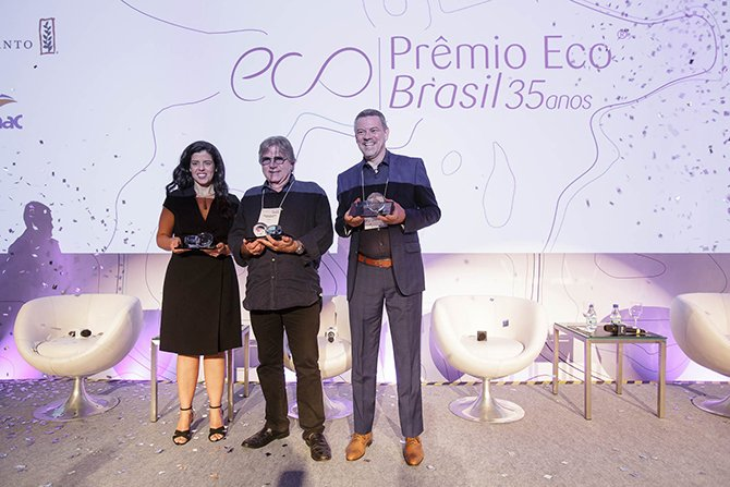 Laces win premio eco sustainability award for their natural hair colours - Transition Consciousness